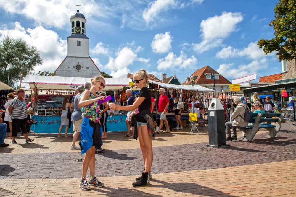 De Koog, Straßenmarkt
