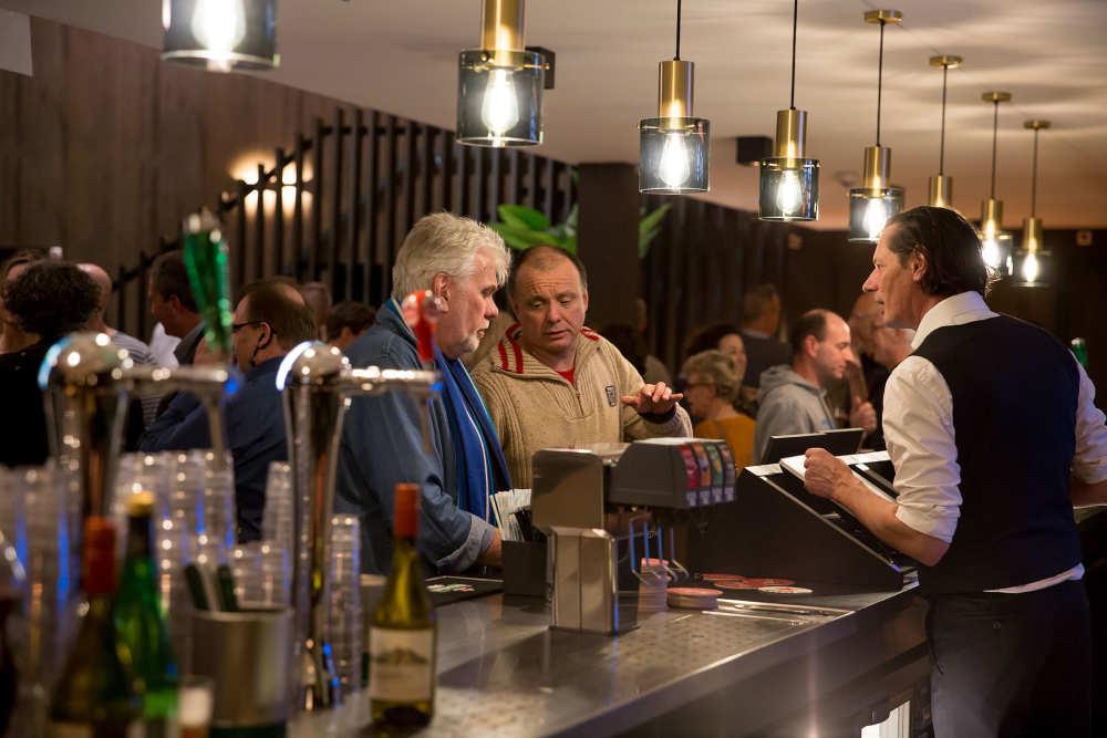 Evenementenhal Texel, bar in de foyer