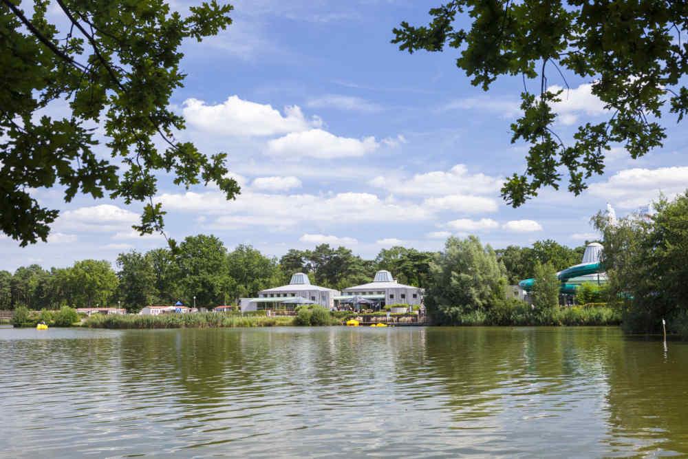 Kleurplaten Waterglijbaan.Strandbad En Zandstrand Met Glijbaan Op Europarcs Resort De Kempen