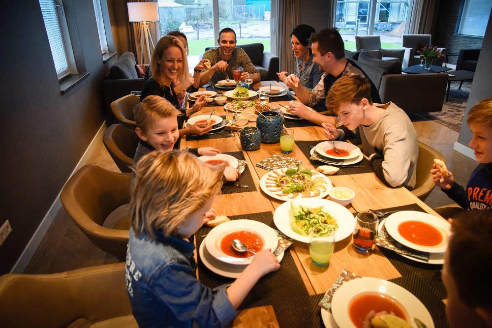 Bungalowpark 't Hoogelandt, luxe villa, dineren