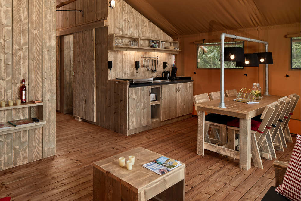 Interieur Safari Lodge op Camping De Krim