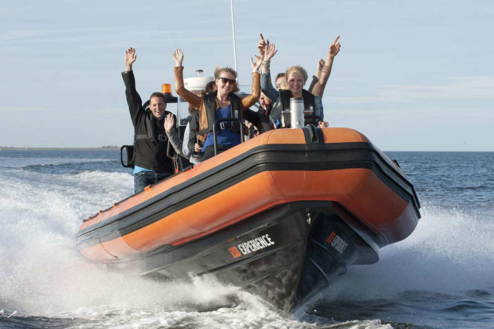 Bruuzer, powerboat