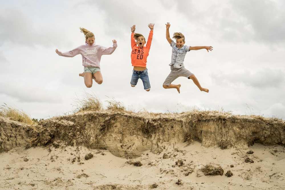 Springen in de duinen