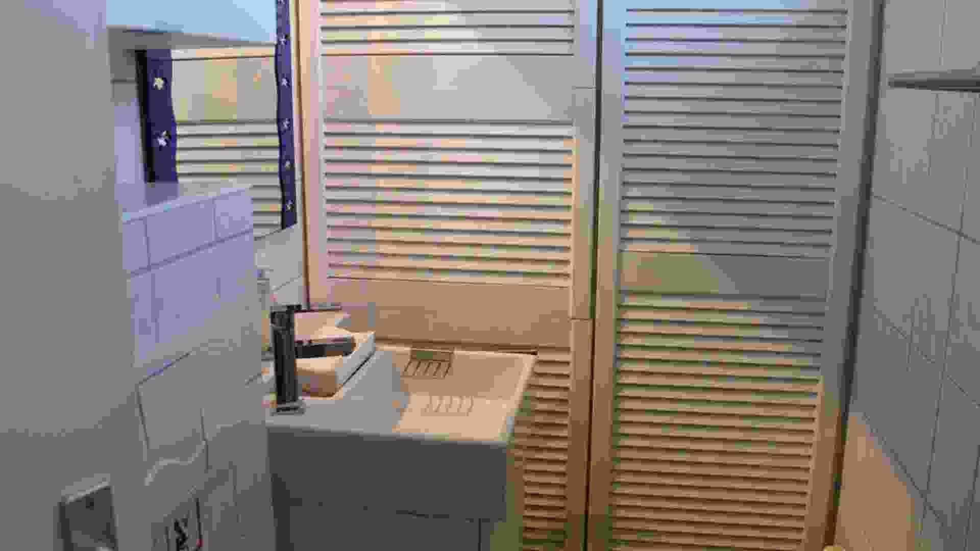 Foto 13, badkamer met toilet