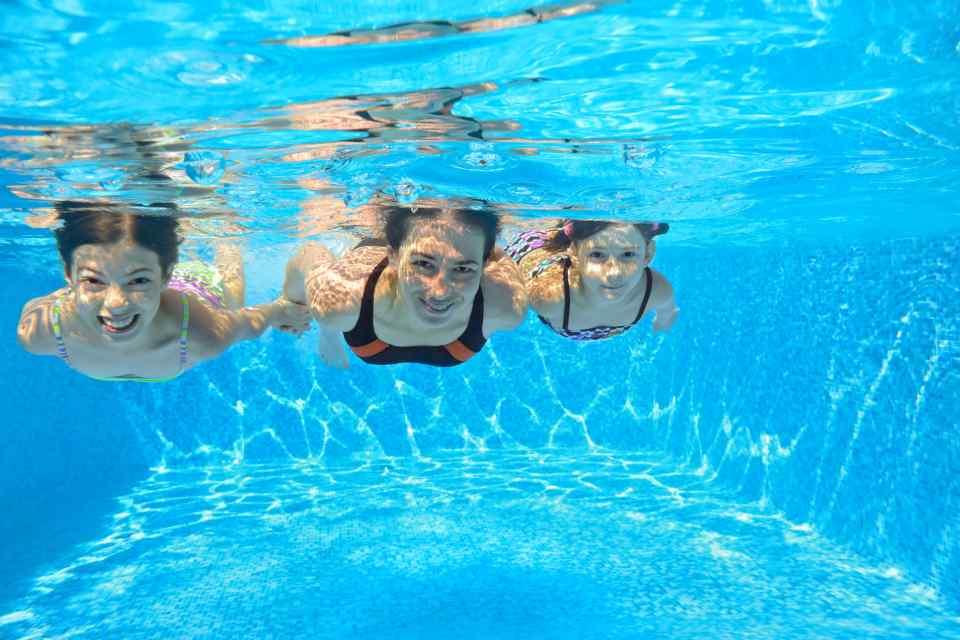 zwemmen in het buitenbad resort veluwemeer europarcs