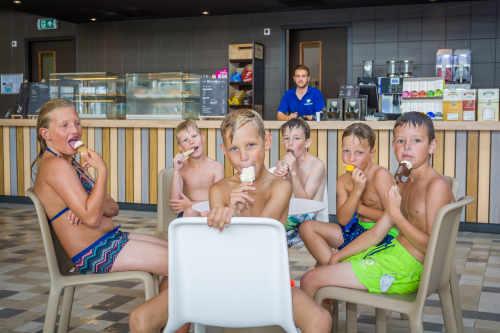 Vakantiepark De Krim, zwembad bar