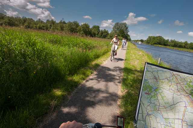 Cycling routes and walking routes in the Weerribben for your holiday at Bungalowpark de Weerribben