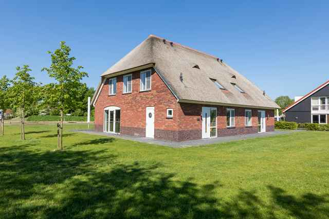 Large holiday homes and group accommodations in the Netherlands at Vakantiepark Weerribben