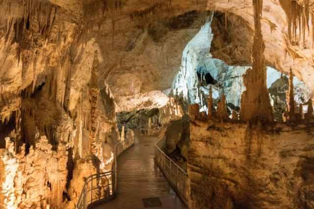 Frasassi grotten