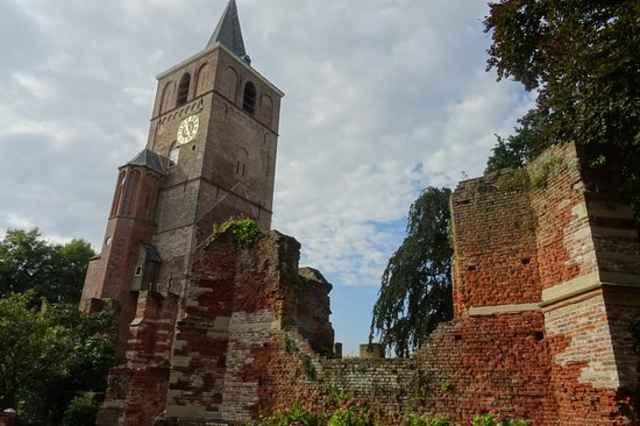 Ruïne de Oude Toren-Ruïne van de Oude Matthiaskerk