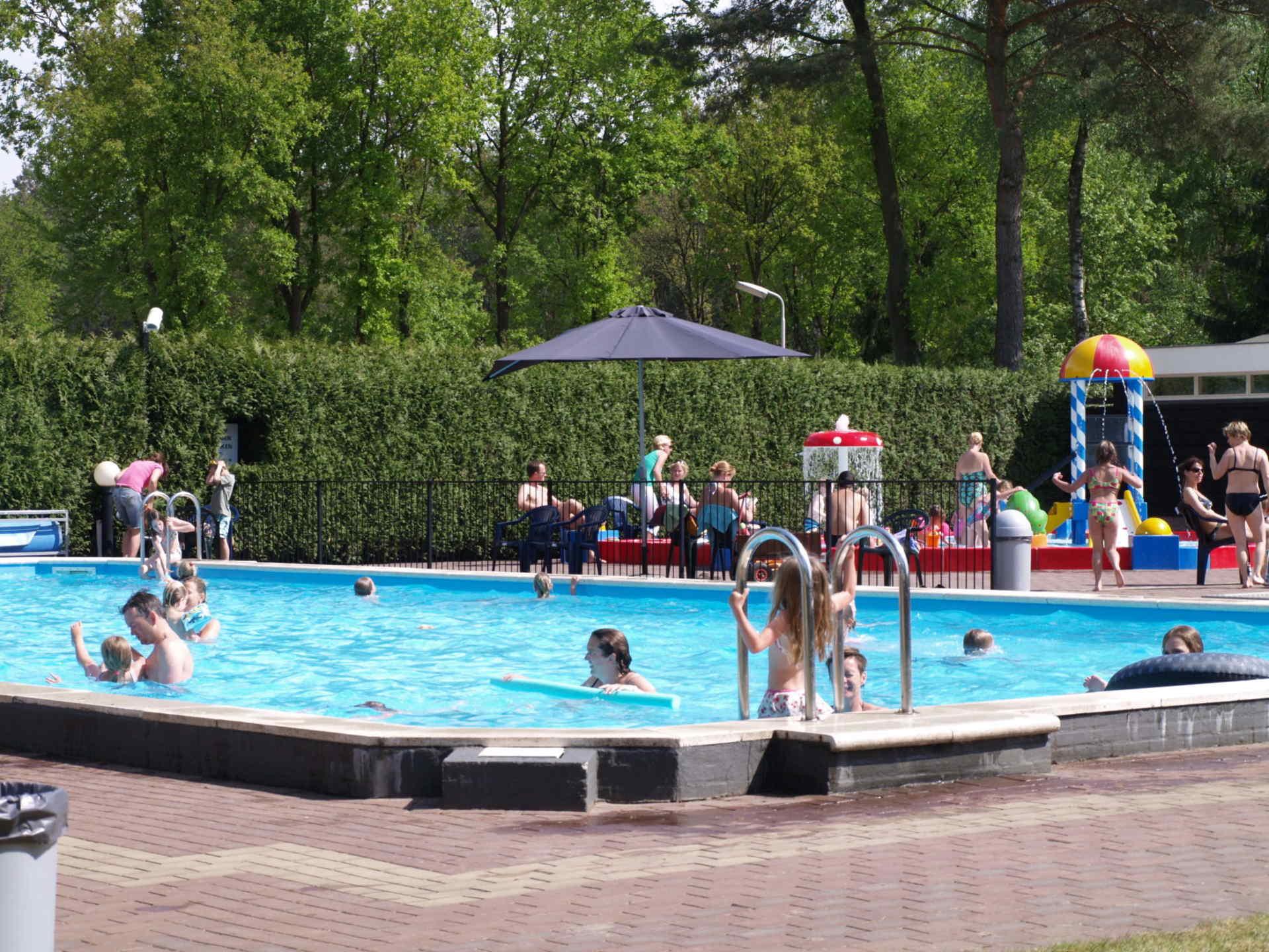 buitenzwembad resort de wije werelt europarcs