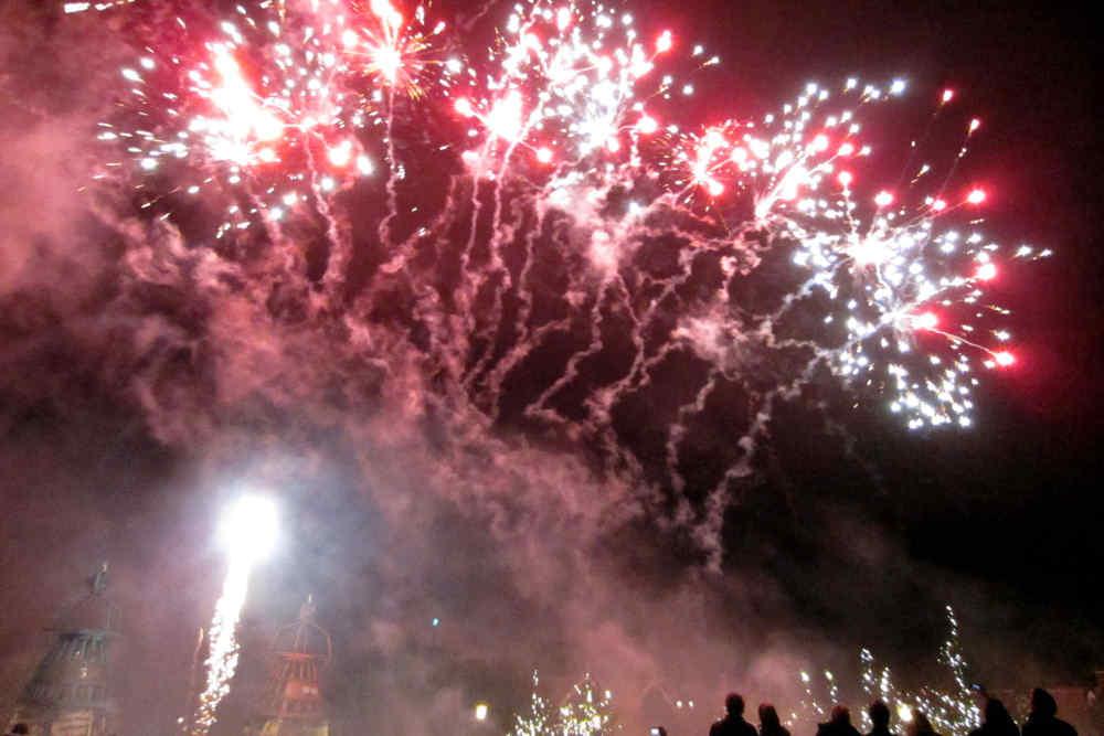 Vakantiepark De Krim, vuurwerk op het plein