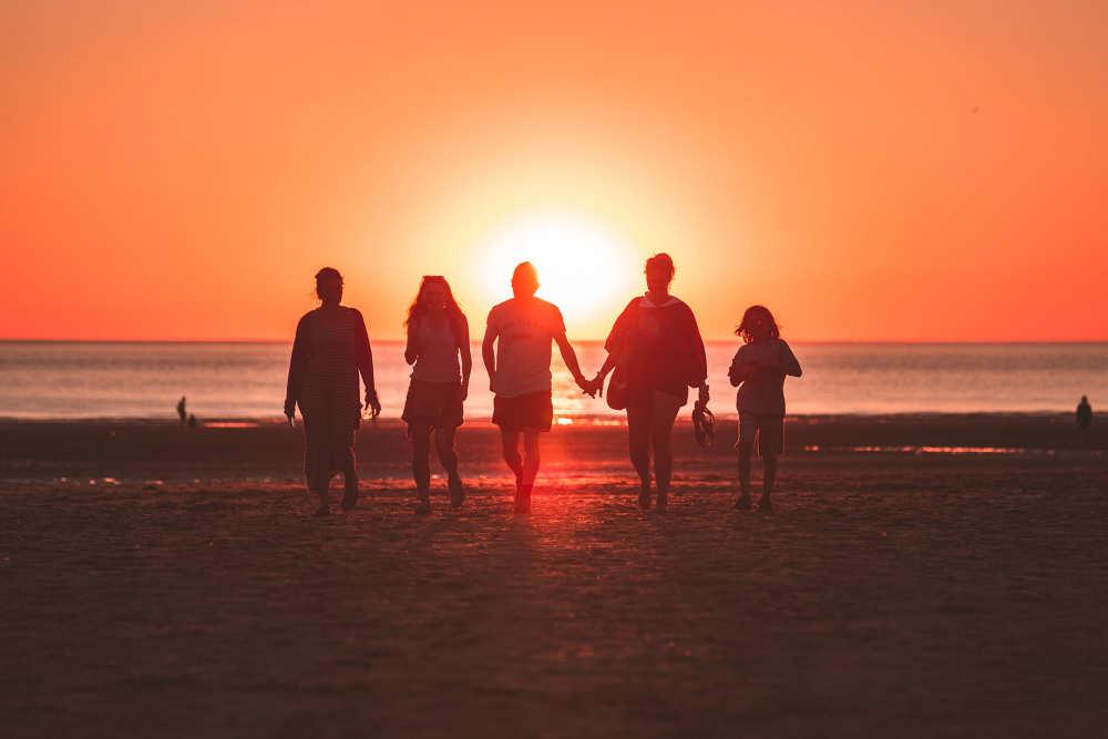 Strandwandeling met het gezin