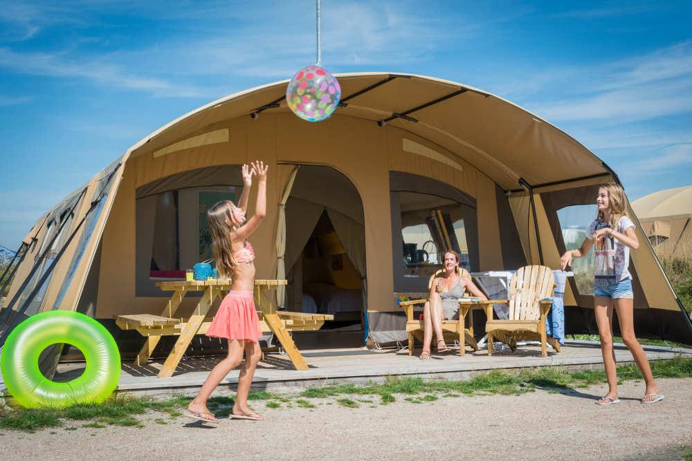 Camping Loodsmansduin, ingerichte tent met badkamer